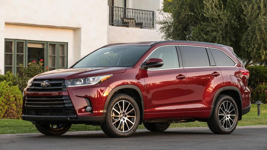 2017 Toyota Highlander Hybrid gets big price drop, updates throughout lineup
