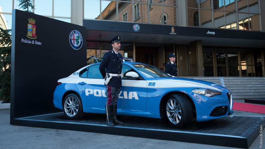 la police italienne s 39 offre deux alfa romeo et une jeep. Black Bedroom Furniture Sets. Home Design Ideas