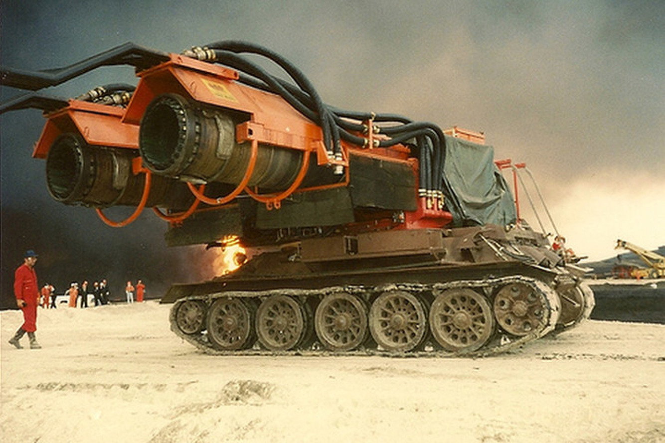 Big Wind: How Jet Engines on Tanks Put out Oil Fires [Videos]