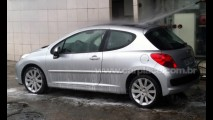 Leitor flagra o legítimo Peugeot 207 europeu emplacado e rodando no Rio de Janeiro