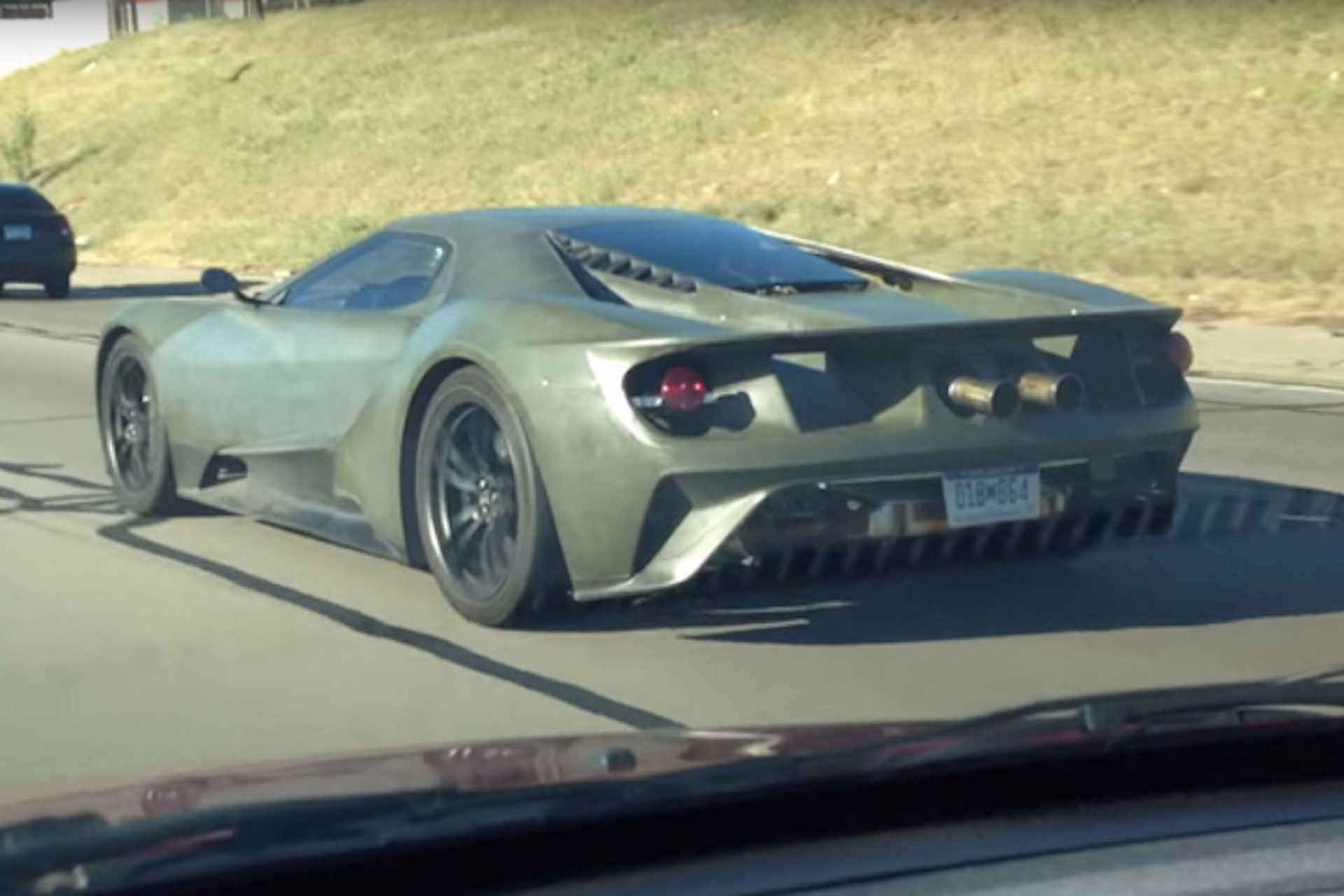 Watch the New Ford GT Cruise Around Detroit Without a Care in the World