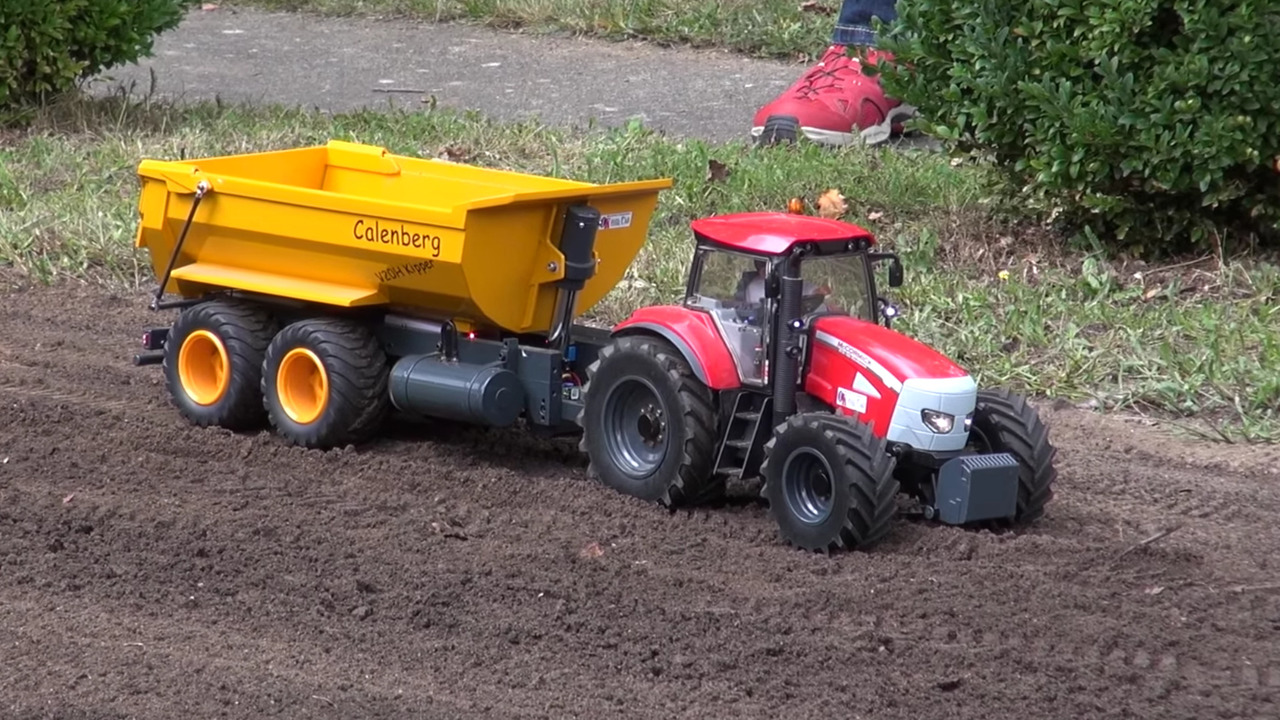 Oyuncak traktörler: gerçekçi, kullanışlı ve çok eğlenceli