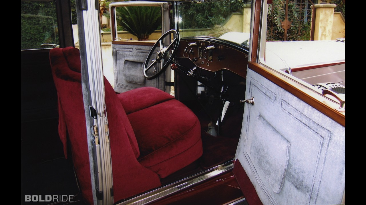 Pierce-Arrow Model B 7-Passenger Sedan