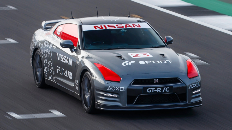 Nissan GT-R, quella radiocomandata arriva a 211 km/h