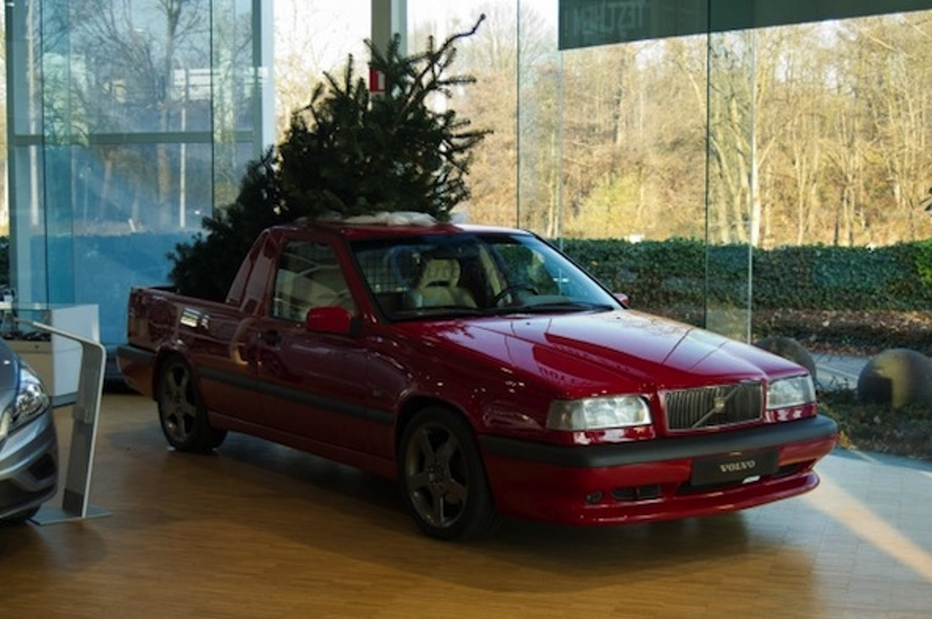 Volvo 850 T-5R Pickup Spreading Holiday Cheer Throughout Belgium