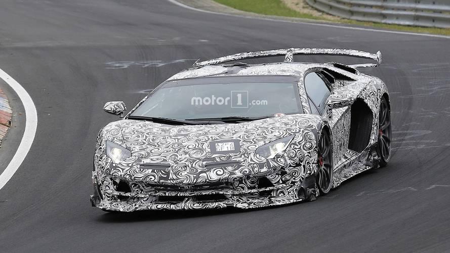 Lamborghini Aventador SVJ'nin içi