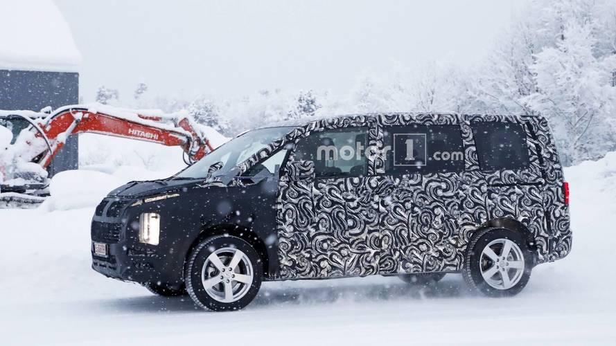 Yeni Mitsubishi Delica kamuflajlı olarak görüntülendi
