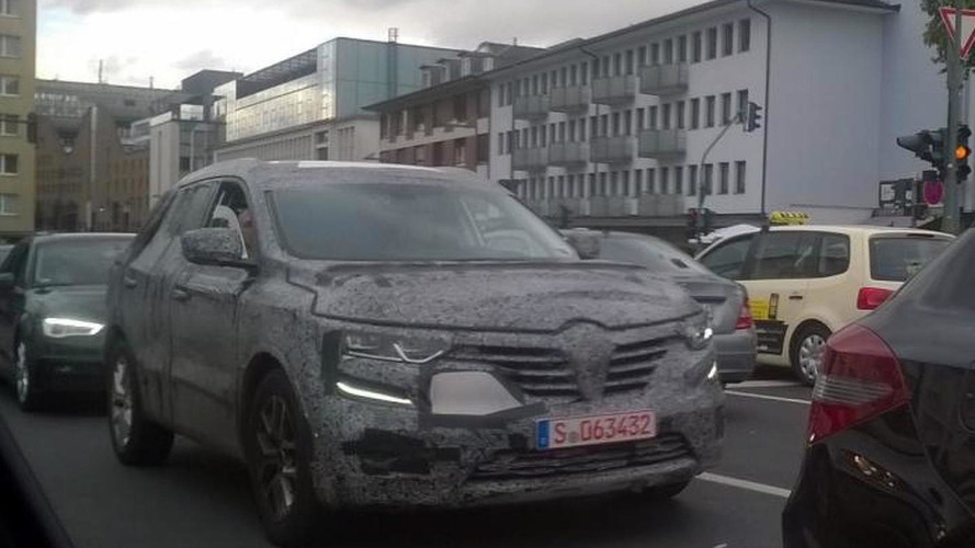 Renault Koleos spied heavily camouflaged