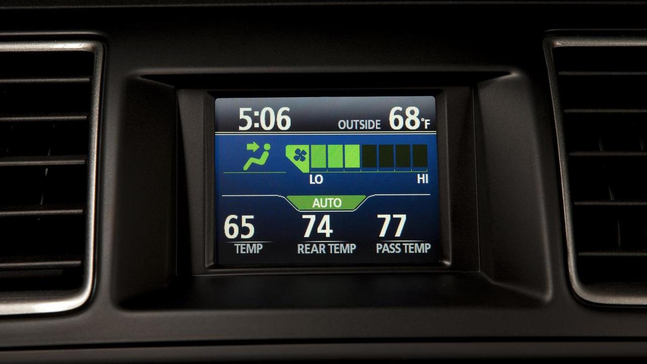 как настроить часы в Toyota Хайлендер #1