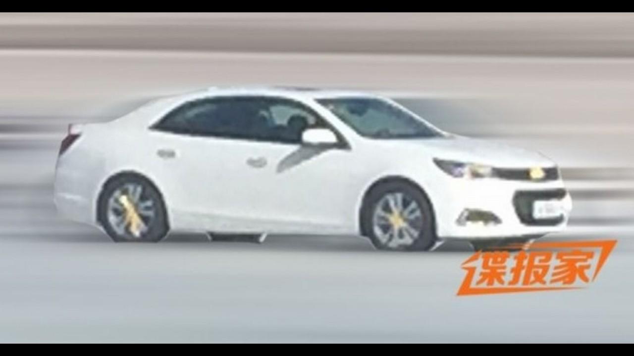 Flagra: Malibu 2016 mostra nova identidade visual da Chevrolet