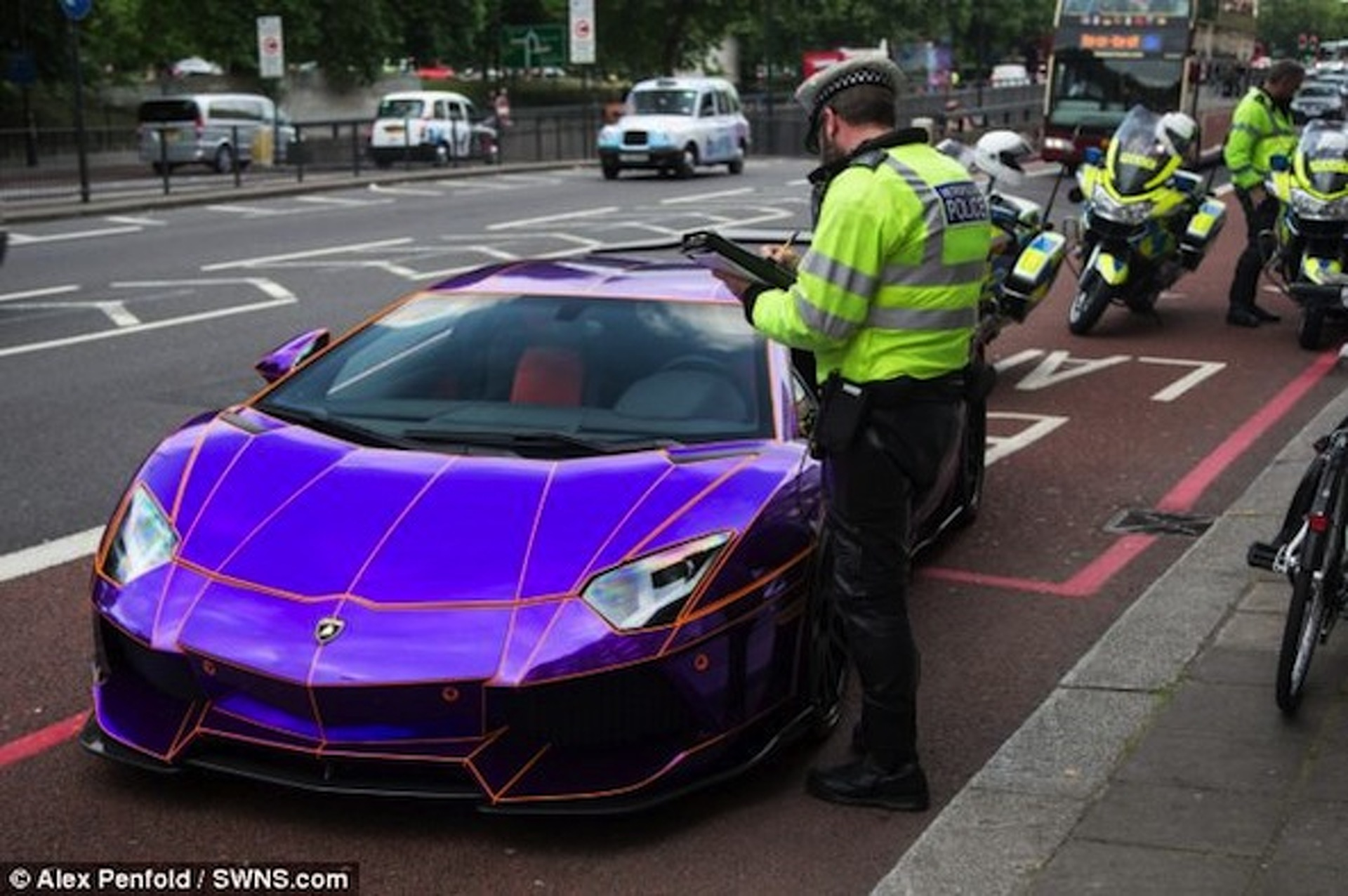 'Glow in the Dark' Lamborghini Seized by London Police [UPDATE] [w/video]