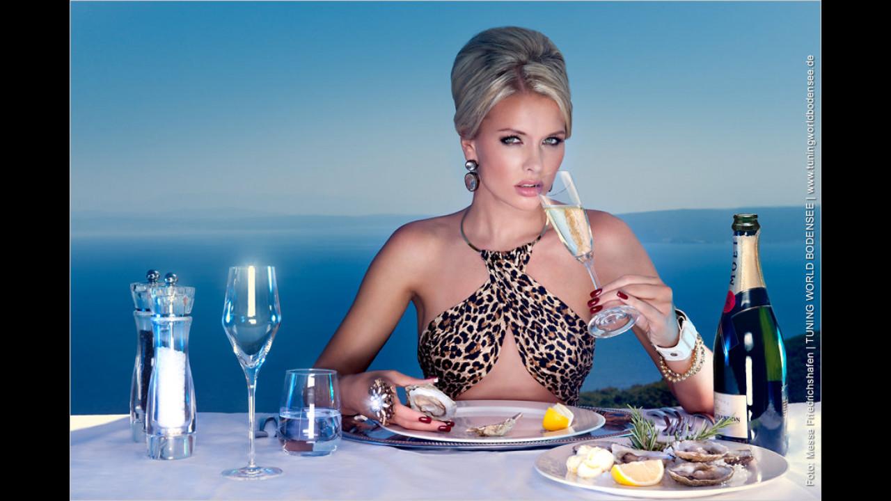 Miss Tuning Kalender 2012: Hoffentlich verursacht der Schampus kein März-Rasen