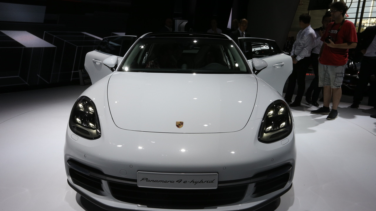 2017 Porsche Panamera 4 e-hybrid Paris Motor Show
