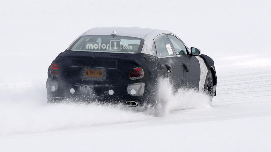 2019 Kia K900 spy photo