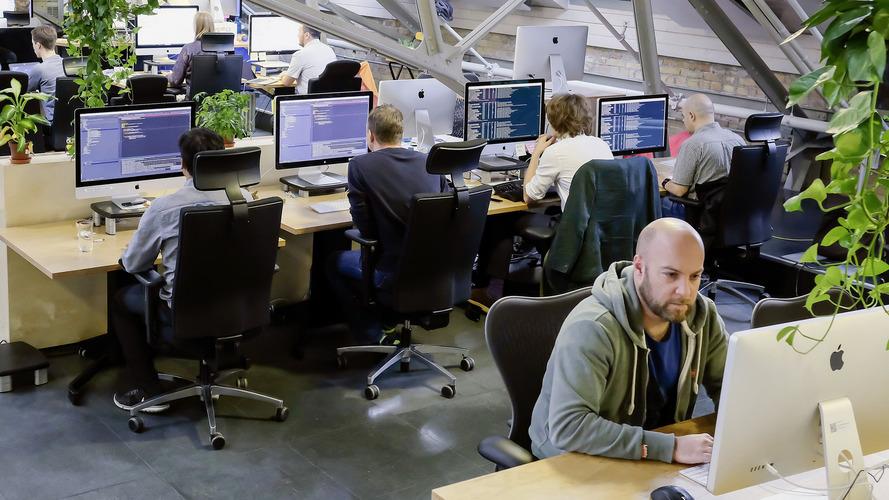VW preparing tech boom by hiring more than 1,000 IT experts