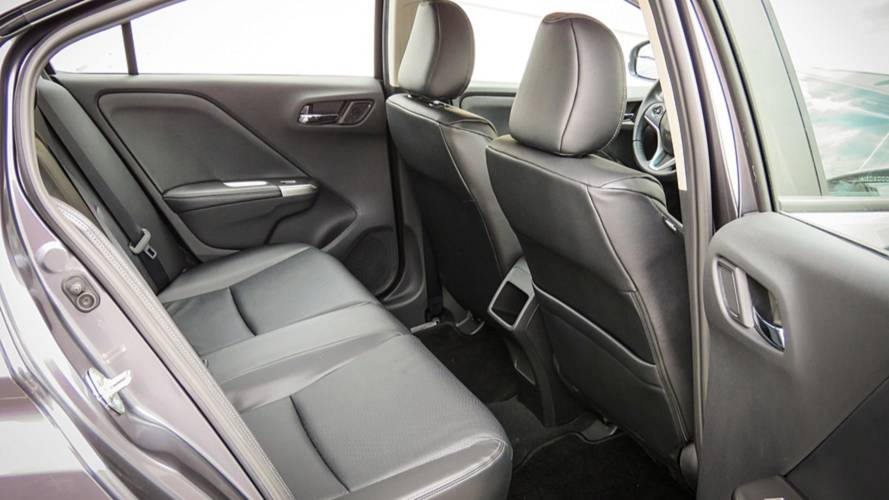 Toyota Yaris Sedan x Honda City
