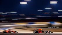 Daniel Ricciardo, Red Bull Racing RB13, Sebastian Vettel, Ferrari SF70H
