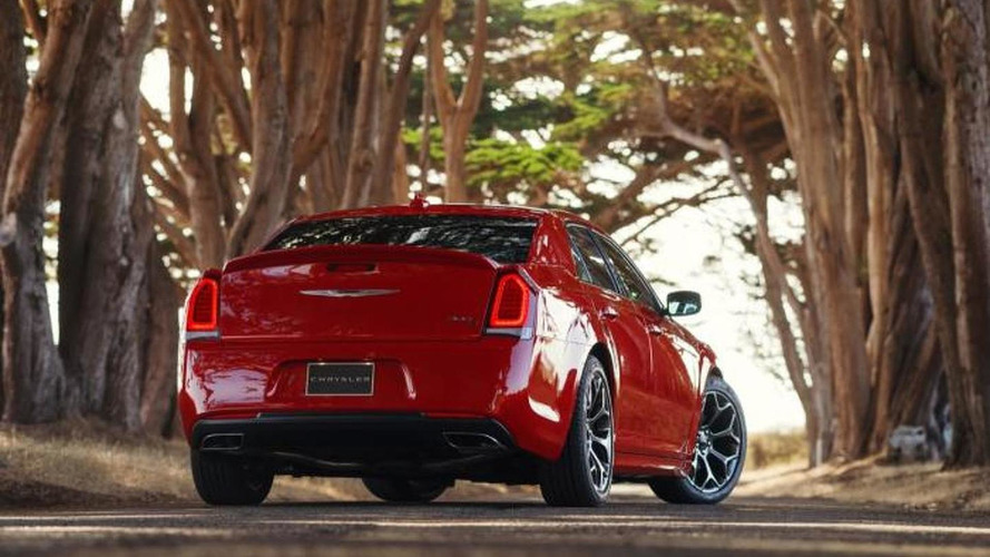2015 Chrysler 300 premieres at Los Angeles Auto Show