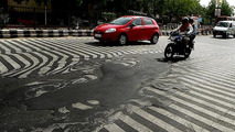Pedestrian crossing in Safdarjung, Delhi