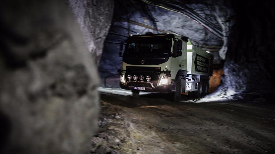 Otonom Volvo FMX kamyon yeraltına iniyor