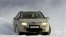 Renault drums up momentum for Laguna Launch