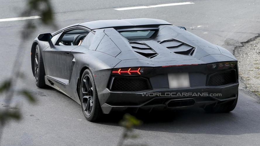 Lamborghini Aventador Roadster spied once again