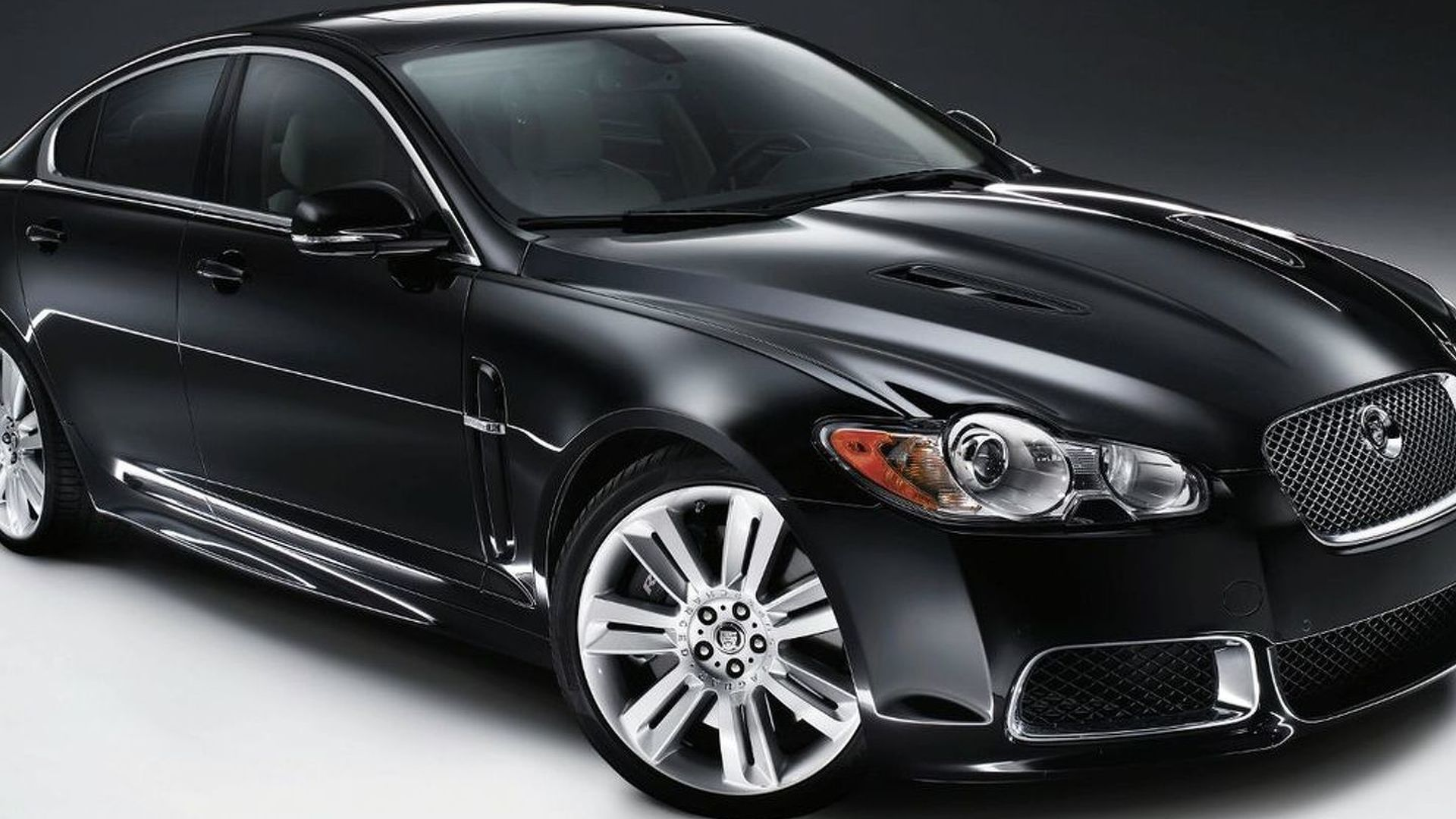 new jaguar xf supercharged model pumped up to 470hp. Black Bedroom Furniture Sets. Home Design Ideas