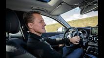 Schumacher testa i sistemi di assistenza della nuova Classe C