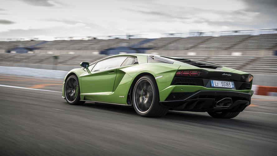 Lamborghini, arkadan çekişli Aventador yapmayacak