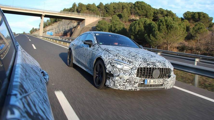 Mercedes-AMG, dört kapılı GT Coupe'yi yavaştan gösteriyor