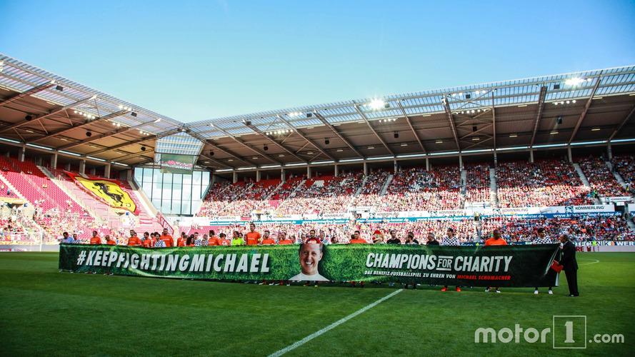 Michael Schumacher honoré à l'occasion d'un match de football de charité