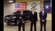 Veja um Mercedes-Benz GL sendo alvejado por tiros de AK-47 - vídeo