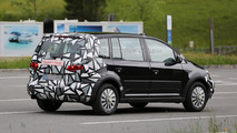 Next-gen Skoda Roomster mule spy photo