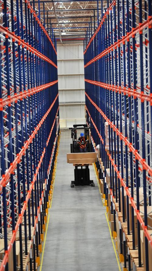 Centro de distribuição de peças - Porsche Brasil