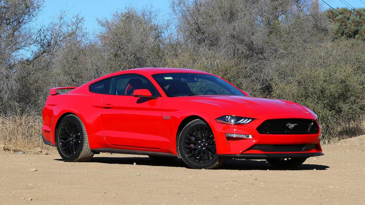 2018 ford mustang first drive an all round better pony car. Black Bedroom Furniture Sets. Home Design Ideas