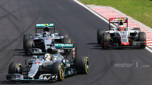 Hamilton flips off fellow racer during Hungarian GP
