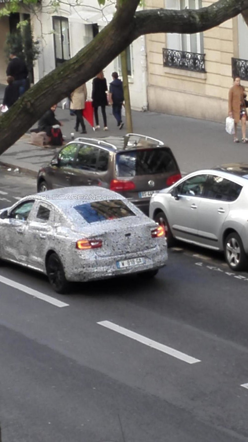WCF reader photographs what appears to be the Renault Laguna successor in Paris