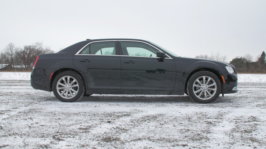2016 Chrysler 300 | Why Buy? Headliner