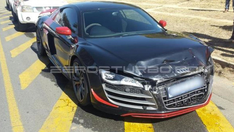 Audi R8 GT involved in light crash with Volkswagen Golf 5 GTI