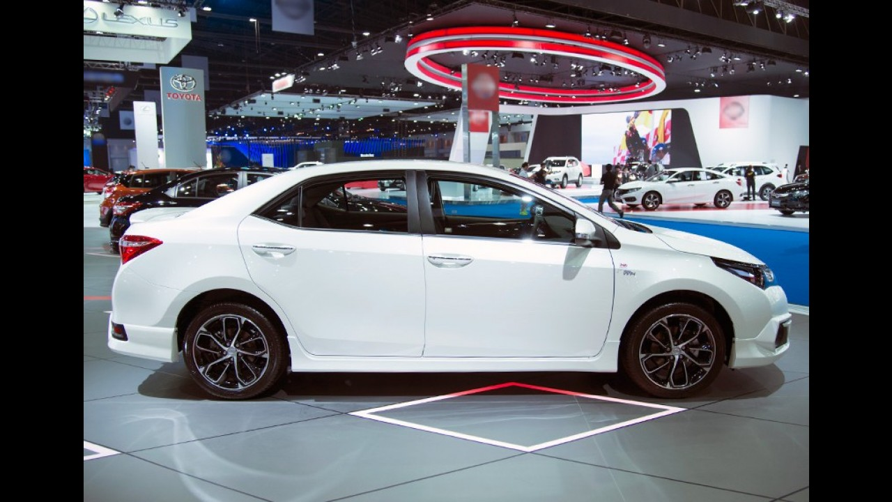 Toyota Corolla atualiza versões