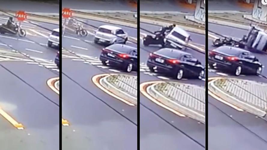 Kawasaki Vulcan 900 capota Fiat Uno em acidente inusitado - confira no vídeo
