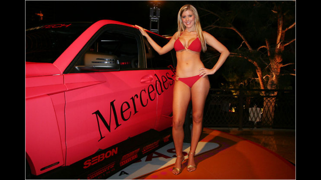 Ah, die kleine Mercedes mit ihrem neuen Bikini