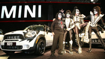 MINI and rock legends KISS join forces in New York for UNICEF 22.04.2011