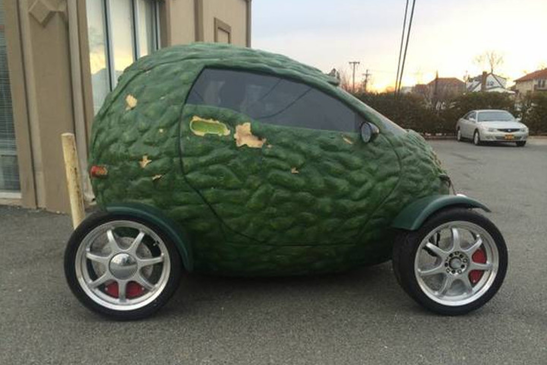 on Craigslist: Buy This Amazing Avocado Car!