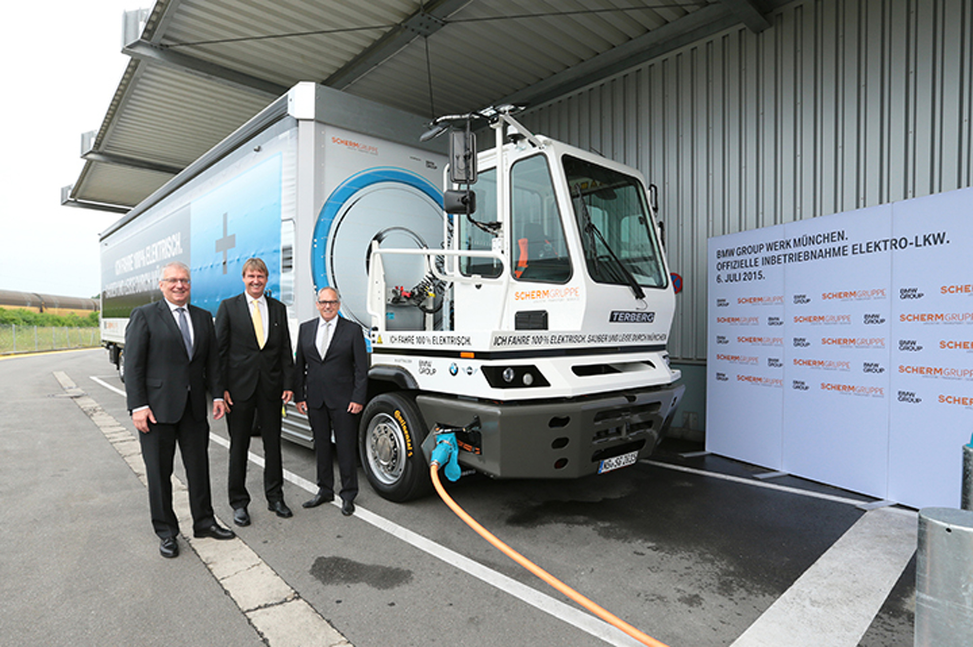 BMW Unleashes World's First Electric Semi on German Roads