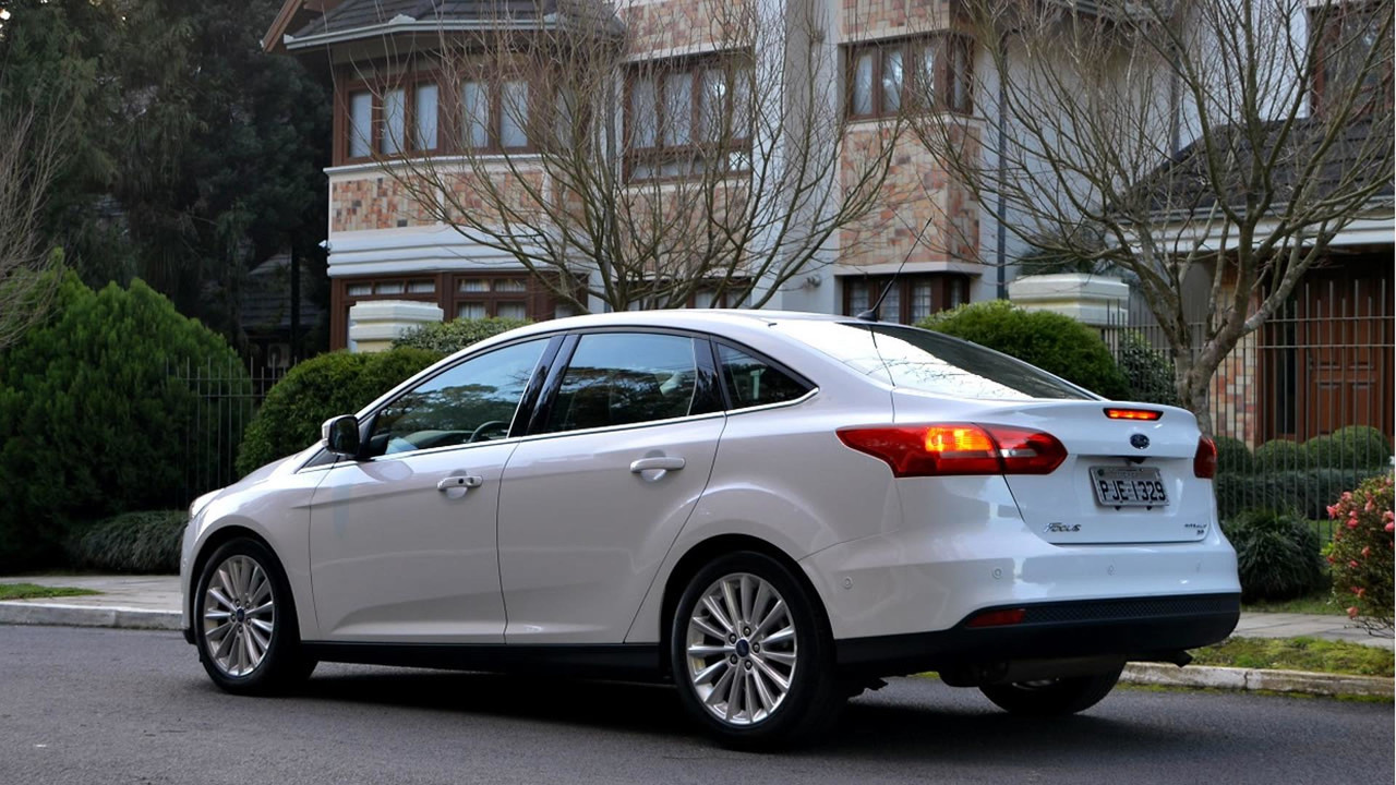 Ford Focus Fastback (Sedã)
