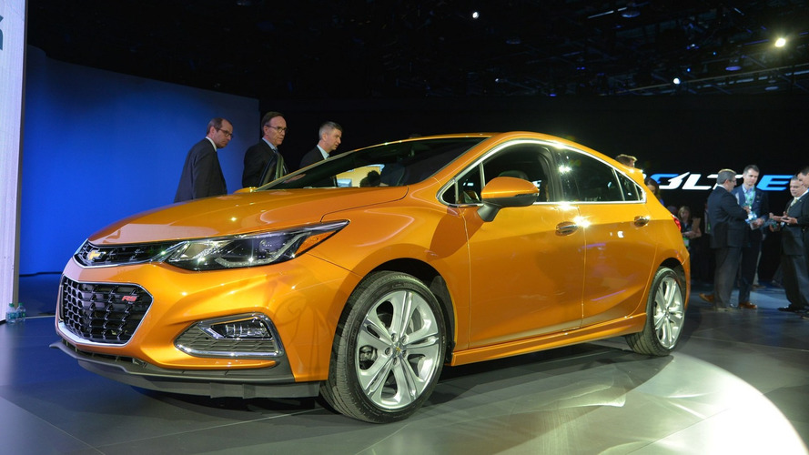 Chevy hatches 2017 Cruze in Detroit