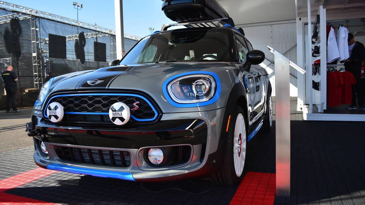 mini cooper s hardtop ice blue is all about style at sema. Black Bedroom Furniture Sets. Home Design Ideas