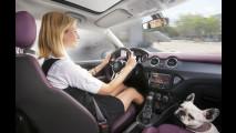 Opel Adam controlla l'Iphone con IntelliLink