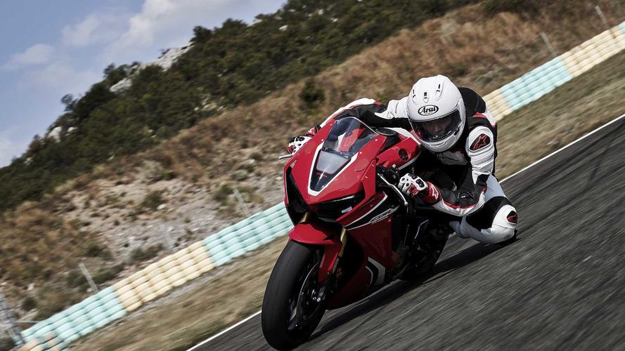 Honda CBR1000RR pist sürüş eğitiminde